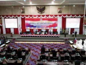 Suasana paripurna usulan Nurdin sebagai Gubernur Provinsi Kepri di DPRD Provinsi Kepri Dompak Tanjungpinang Selasa 10 Mei 2016