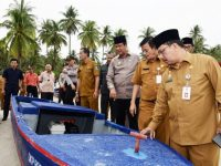 Puluhan Nelayan Bintan Dapat Bantuan Sampan Fiber Mesin Ketinting Dari Pemprov Kepri