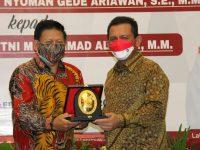 Gubernur Ansar Berikan Apresiasi Kepada I Gede Nyoman Ariawan