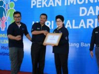 Pemko Tanjungpinang Terima Penghargaan Imunisasi Terbaik se-Indonesia